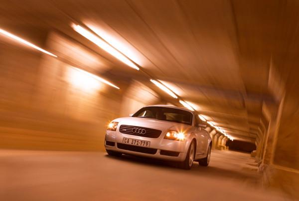 10_Audi-TT-Tunnel